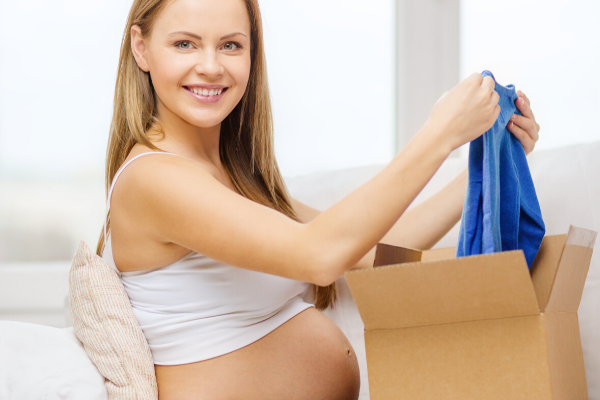 pregnant woman opening pregnancy subscription box